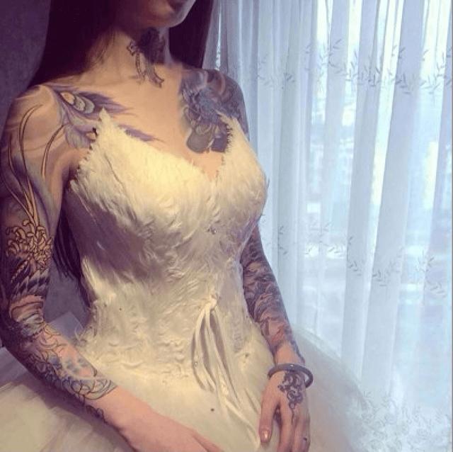 Đã tư lâu lắm rồi bạn ko dám mặc váy vì ngại lộ hình xăm?
